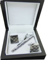 GENTS SILVER COLOURED TIE PIN AND SQUARE CUFF LINKS IN PRESENTATION BOX